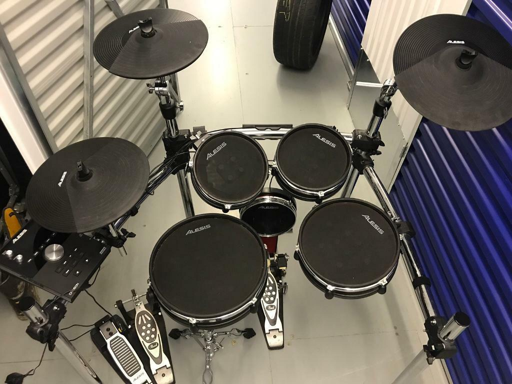 Alesis Electric Drum Kit With Pearl Double Bass Drum Pedal In