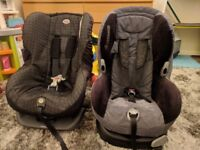 A pair of child car seats up to age 4