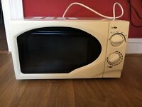 EXCELLENT CONDITION MICROWAVE.