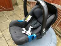 Britax Romer baby car seat with Seatbelt fix base. New born up to 11kg.