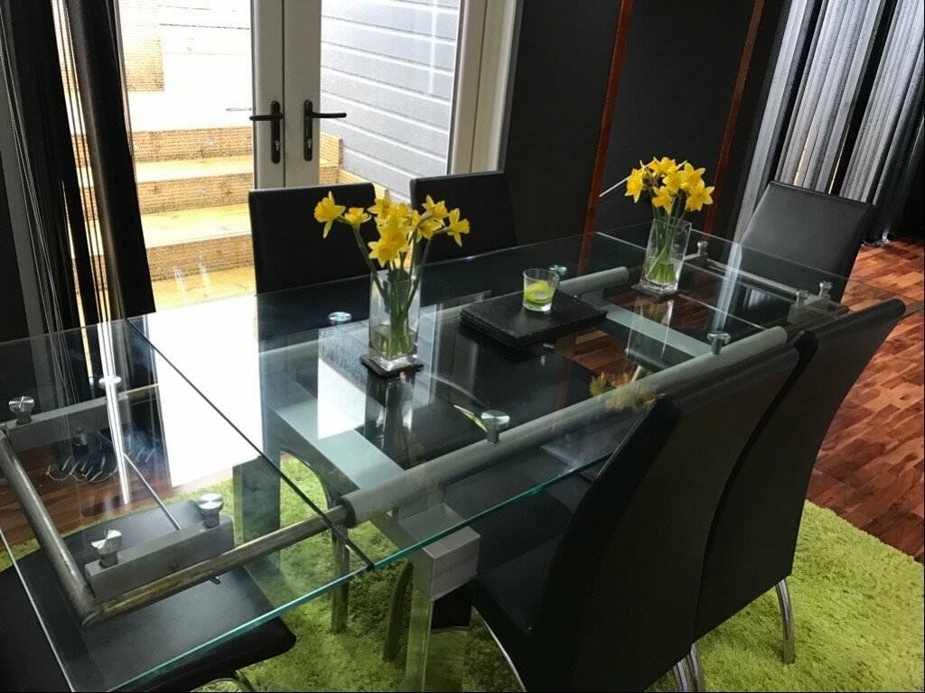 Extending Tempered 12mm Glass Dining Table With 6 Black Dining