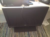 """LG 26"""" LCD TV or Games Monitor and remote LG26LC2R"""