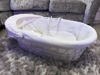 Claire de lune - White Moses Basket with stand