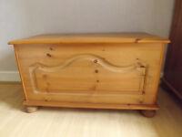 Solid pine storage ottoman/bedding box in vgc