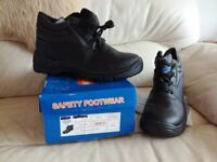 Steel Toe Capped Mens Working Boots Never Worn.