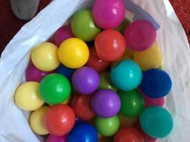Children's used ball pool balls approx 530