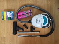 Compact, powerful Vacuum Cleaner. Like New! + Accessories