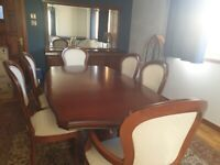 Beautiful 10 piece magogany dining room set by stag