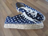 H! HENRY HOLLAND AT DEBENHAMS CANVAS POLKA DOT SHOES/PUMPS /WEDGES SIZE 6