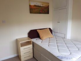 Double room in a shared house Available