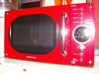 Daewoo 800 Watt Red Microwave Oven. Good Clean Working Order