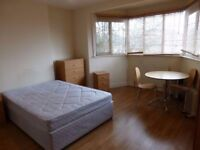 Large Twin/Double Room - TOOTING - Available 01/10 - £750