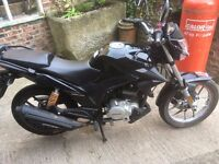 125cc Lexmoto ZXS learner legal in Black, complete with Helmet and gloves (if required) included.