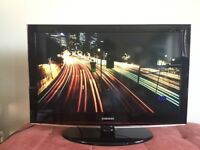 Samsung 32 inch HD LCD TV ★ Built in Stand ★ Excellent Condition ★ 3 x HDMI