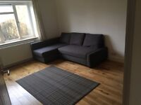 Low Block Ground 2 Bed Flat Sitting Room Kitchen BathShower Gardens CarParking NearTubeBusShopsPark