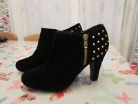 HEELED ANKLE BOOTS SIZE7