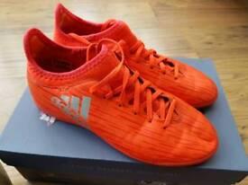 BOYS ADIDAS FOOTBALL BOOTS SIZE 3