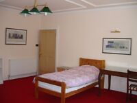 COLINTON/CRAIGLOCKART SINGLE ROOM . Very clean and tidy. Own entrance attached to house on RedfordRd