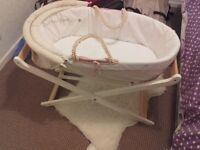 Moses Basket (Winnie the pooh)