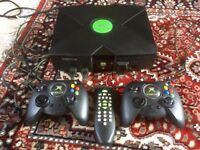 Xbox Original + 2 controllers + All Cables + DVD Remote Control
