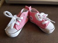 Crib converse in pink size 2