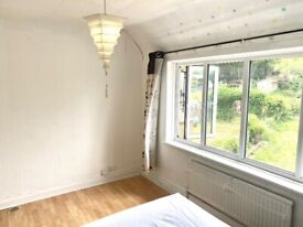 DOUBLE ROOM AVAILABLE to Rent In Cricklewood