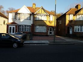 3 bedroom semi-detached house to rent - Colin Crescent, London, NW9