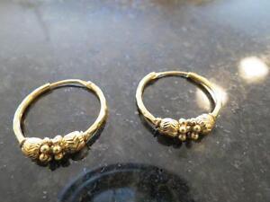 22k yellow gold ladies earrings 5.5 grams