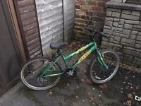 Girl's bike, suitable 10-14 years, free to collect