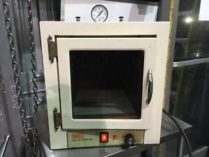 Four à Vide Napco model 5831 --- Napco model 5831vacuum oven