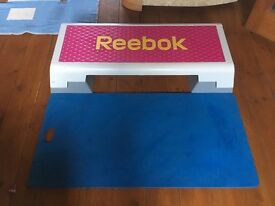 Large Reebok exercise step and exercise mat