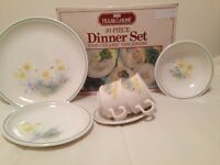 30 piece dinner set never used