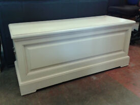Large blanket box (delivery available)