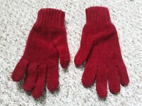 Crimson Gloves (Female)