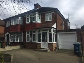 3 bedroom semi-detached house to LET £1,900 pcm)