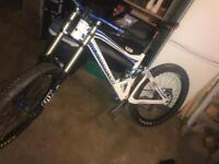 Mondraker summum downhill mountain bike