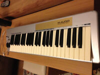 M-Audio Keystation 49e with midi lead