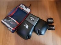 Lonsdale Boxing Gloves 12 oz (pair of title hand wraps included)
