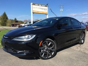 2015 Chrysler 200 S Black on Black ! Heated Steering and Heat...