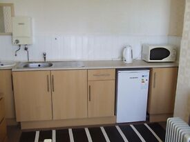£300 pcm in quiet property close to town centre and Pinderfields Hospital.