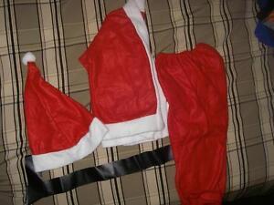 habit de Père Noël pour enfant (grandeur 24 mois à 2 ans env.)