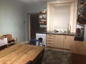 Double Room in fully furnished 3 bed house £270pcm