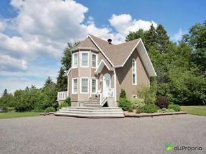 405 000$ - Maison 2 étages à vendre à Lac-Kénogami Saguenay Saguenay-Lac-Saint-Jean image 2