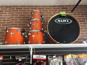 Mapex M-Birch (bouleau) Amber/Ambré 8-10-12-14-22 (tom holder, 2x toms arms et 2 clamps inclus) État A-1