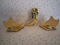 19th CENTURY PAIR OF BRASS SHOES AND A HIGH BOOT MANTLE ORNAMENT
