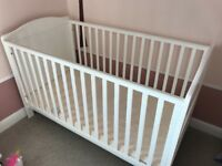 White cotbed / toddler bed