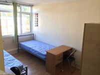 ***LOVELY SPACIOUS TWIN ROOM (ALL BILLS INCLUSIVE )***ROEHAMPTON