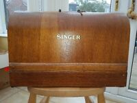 A VINTAGE (1941 ACCORDING TO THE SERIAL NUMBER) WOODEN CASED HAND CRANKED SINGER SEWING MACHINE