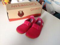 New Giesswein girls slippers size 10 (never worn!)