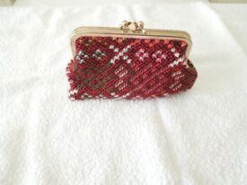 A Lovely Ladies Red Mixed Welsh Tapestry Clip Purse